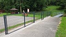 Wymiana zniszczonego ogrodzenia na placu zabaw