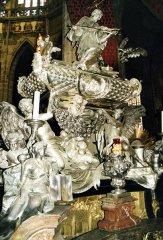 Srebrny-sarkofag-Nepomucena-w-katedrze-sw.Wita-w-Pradze.jpg