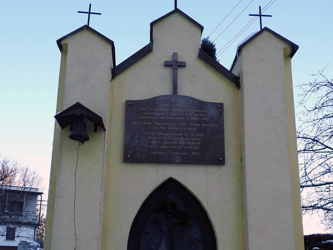 Nowa-tablica-na-kaplicy-(1).jpg