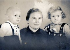 p.H.Cienskowski-z-mama-i-bratem-r1939.jpg